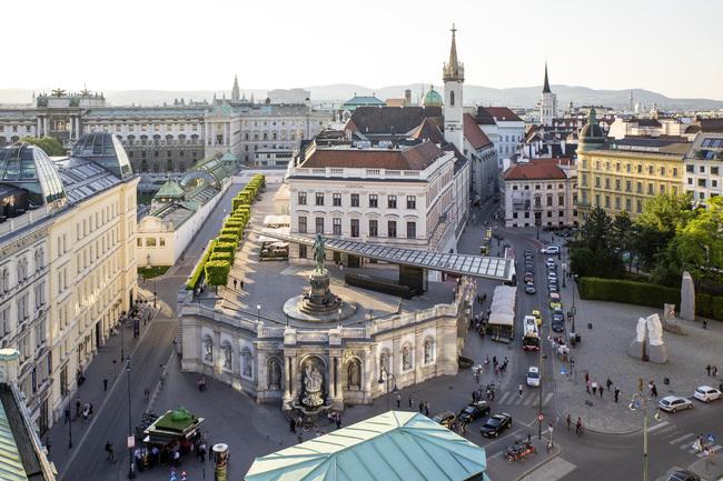 Blick auf die Altstadt / Hop on Hop off - Bus Wien