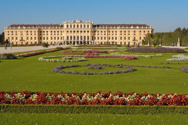 Schloß Schönbrunn Gartenseite / Schloß Schönbrunn