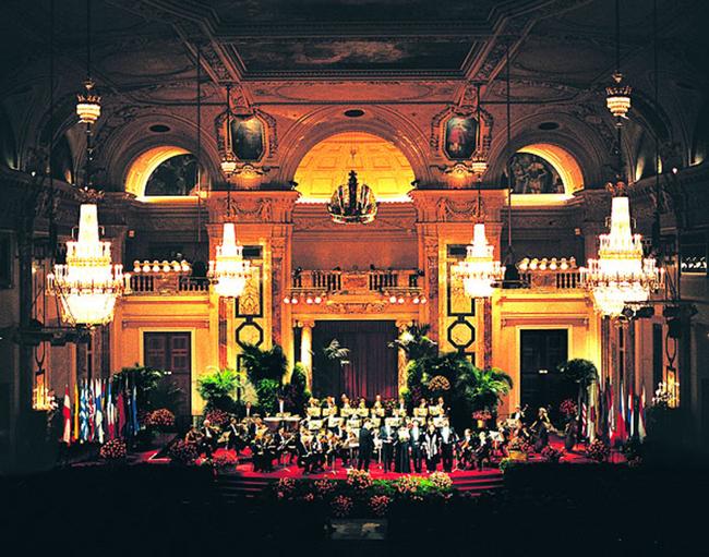 Hofburg Festsaal / Wiener Hofburg Orchester