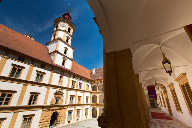 Schloss Eggenberg / Hofhalten - Innenhöfe Rundgang